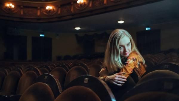 Jak się ubrać do teatru, opery, filharmonii?