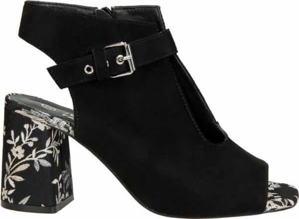 a85b5d040e47 A jak wyglądają na tle CCC buty damskie Lasocki  Zobacz szczegóły tej  kolekcji