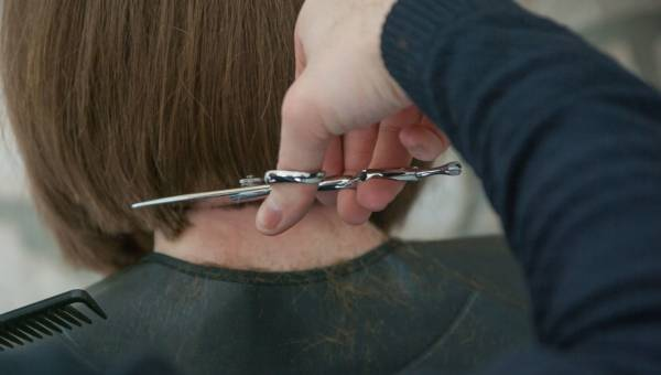 Hair dusting, czyli jak usunąć zniszczone końcówki bez skracania włosów