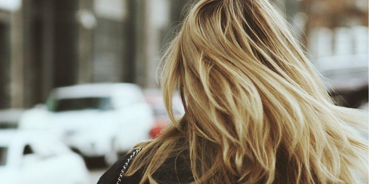jak zniwelować żółty odcień na włosach