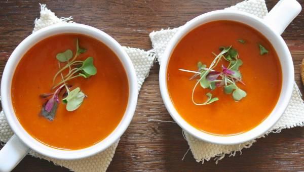 Zupa z pieczonej papryki – idealna na zimę