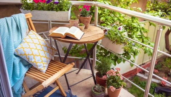 Balkon i taras – jak odpocząć bez wyjeżdżania na wakacje