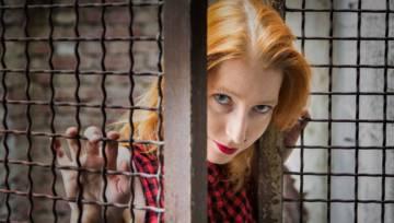 Brak wolności w związku – 6 niepokojących symptomów, że Twój partner Cię ogranicza