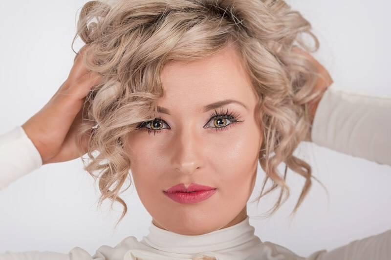Najmodniejsze Fryzury Dla Cienkich Włosów Kobietamagpl