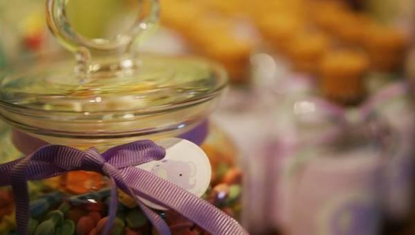 DIY: uspokajający słoik dla dziecka – genialny pomysł Marii Montessori