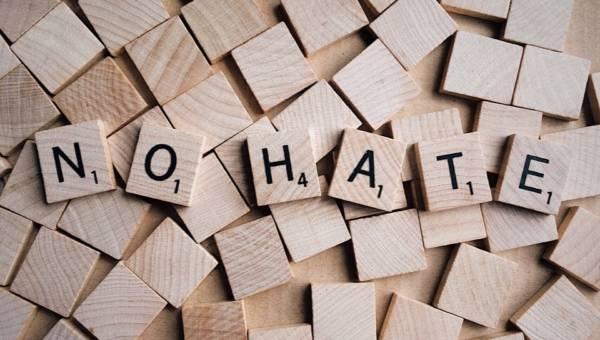 Hejt jako trend 2018! Skąd się bierze internetowa mowa nienawiści?