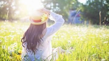 Regeneracja włosów po zimie: domowe sposoby