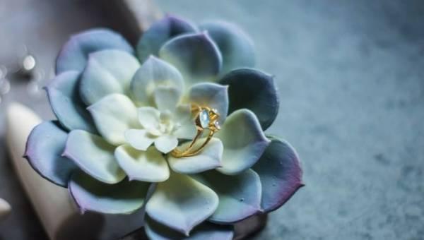 Zaręczynowe trendy 2018 – finger piercing i pierścionki dla mężczyzn