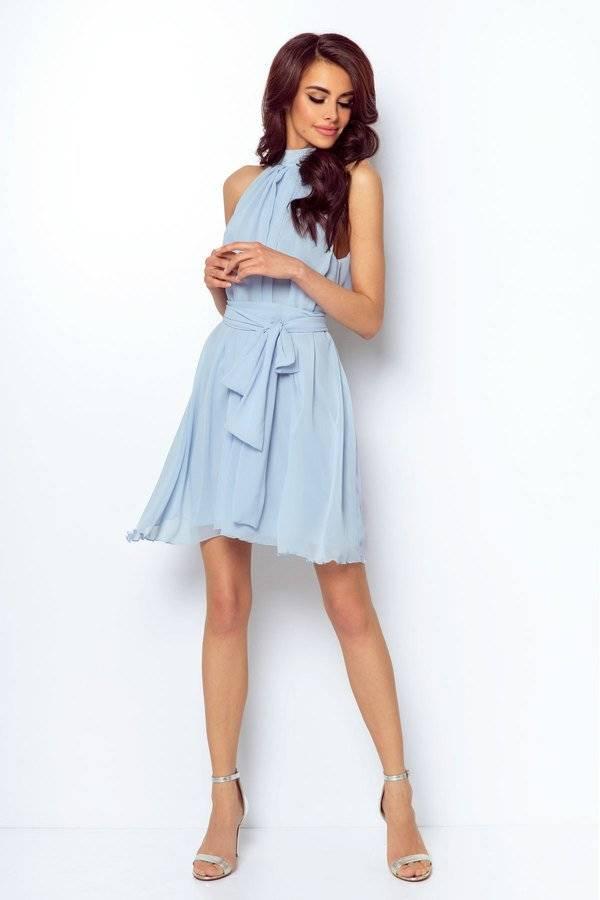 5dd52f6505 Zwiewna bladoniebieska sukienka z niewysoką stójką i wiązaniem – IVON