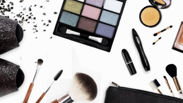 Małgosia Smelcerz radzi: kosmetyczka na majówkę – co powinno się w niej znaleźć?