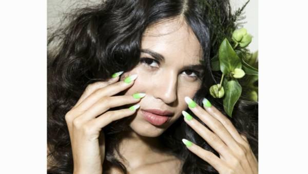 Naklejki wodne na paznokcie – idealna ozdoba na lato