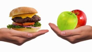 Dieta na trądzik: co jeść, a czego unikać, by poprawić stan cery?