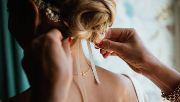 Fryzura ślubna – 7 błędów, jakich lepiej nie popełniać przy jej układaniu