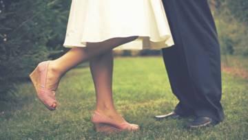 Jak optycznie wyszczuplić nogi? Pomysły na stylizacje i inspiracje