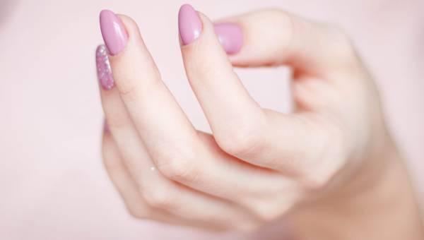 Rozdwajające się paznokcie. Skuteczne sposoby na słabą płytkę!