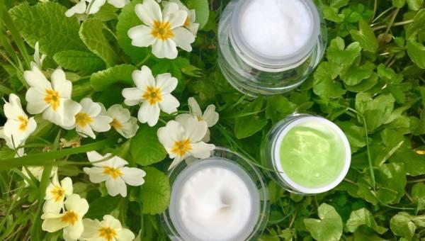 Ekstremalne odmładzanie – jad żmii, śluz ślimaka – substancje w kosmetykach, które rozluźniają skórę twarzy