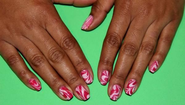 Manicure biało – czerwony – doskonały do kibicowania!