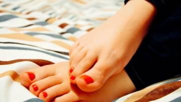 Co stosować na obtarte pięty lub palce stóp?