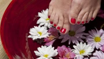 Pielęgnujące i odświeżające kąpiele dla stóp
