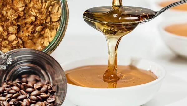Redakcyjny przegląd: Kosmetyki z kawą, miodem, płatkami owsianymi  lub przyprawami