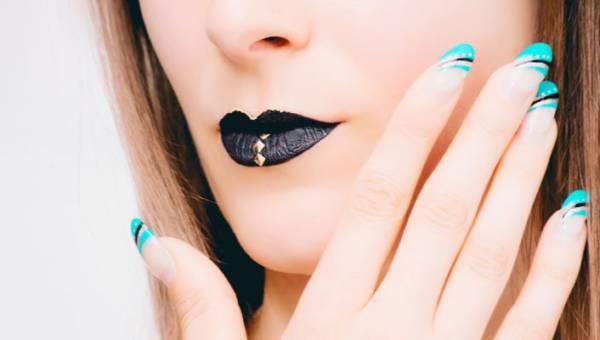 Neonowe paznokcie na lato – wakacyjne wzory i kolory!