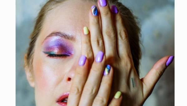 Jak zrobić paznokcie hybrydowe w domu – tutorial krok po kroku