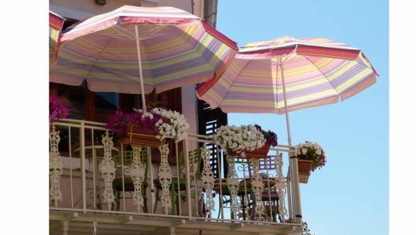 Akcesoria na balkon, które uprzyjemnią ci lato w mieście