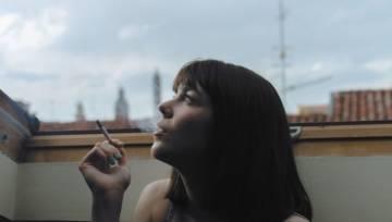 Jak usunąć zapach tytoniu? Podpowiadamy, jak się pozbyć woni papierosów z domu i ubrań!