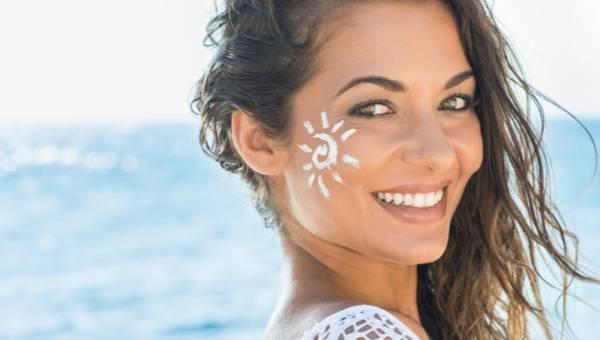 Jak zregenerować skórę twarzy po lecie? Dzięki mezoterapii igłowej! – radzi lek. med. estetycznej Berenika Kłos-Hahs
