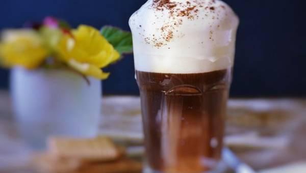 Kawa na deser – snickersowe latte na wakacyjne popołudnie!