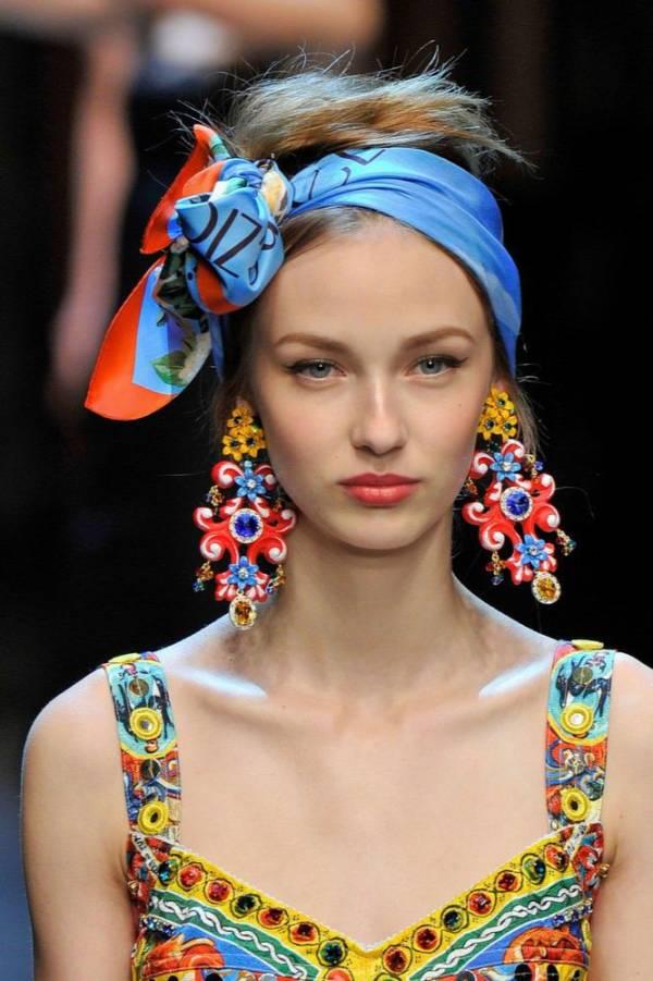 Chusta we włosach – nowy letni trend na festiwale i nie tylko