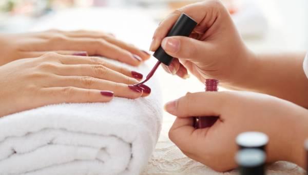 Manicure hybrydowy – wygodny i trwały