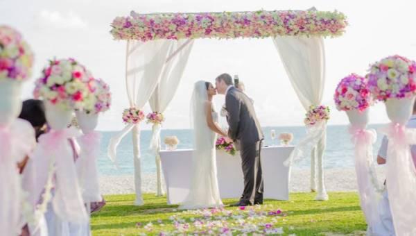 Kiedy brać ślub? Przesądy dotyczące daty, które musi znać każda panna młoda!