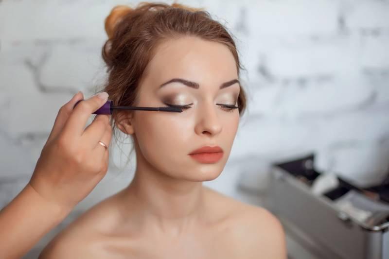 Makijaż z akcentem na rzęsy – jak sprawić, by wyglądały na idealnie pogrubione