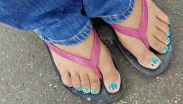 6 trendów w pedicure na lato 2018 – przygotuj swoje stopy na plażę!