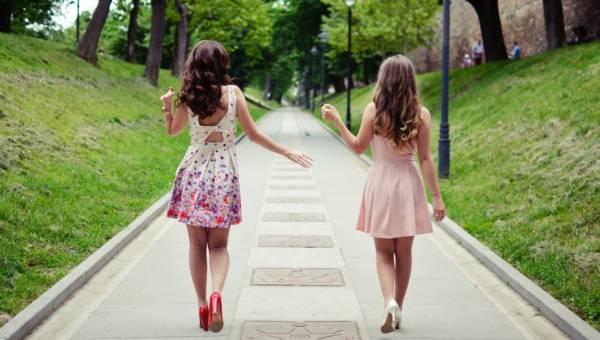 Sukienka koktajlowa – idealne rozwiązane na wesele