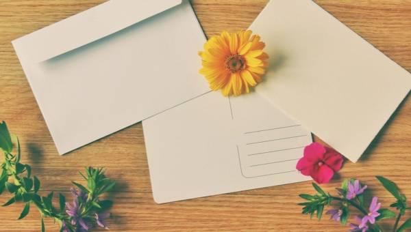 Pozdrowienia z wakacji. Gotowe teksty na pocztówkę lub SMS-a!