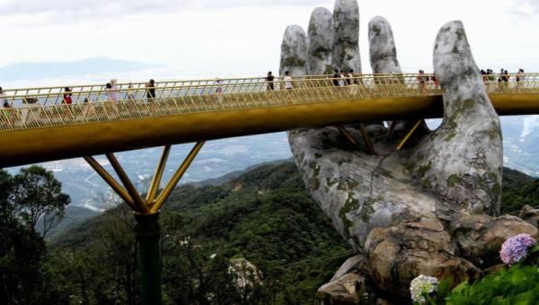 """Otwarto niezwykły wietnamski most jak z """"Władcy Pierścieni""""!"""