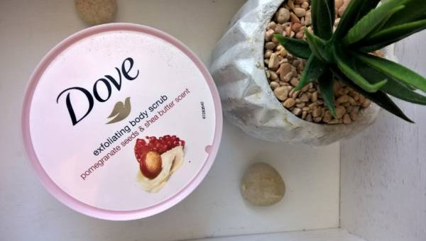 Dove Exfoliating Body Scrub Pomegranate & Shea