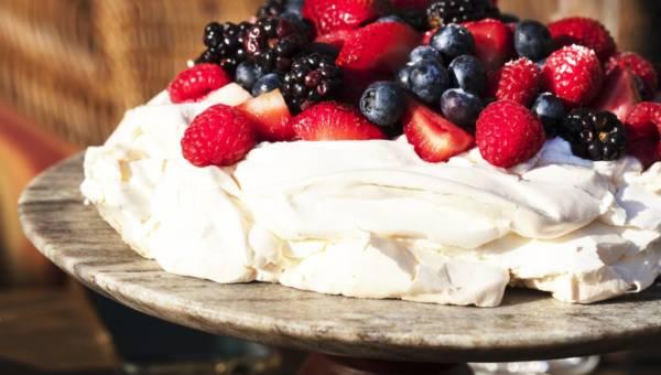 Beza Pavlova – królowa letnich deserów