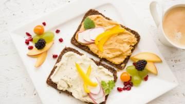 Najlepsze przepisy na wegańskie śniadanie. Przedstawiamy 5 propozycji na smaczne i zdrowe przebudzenie