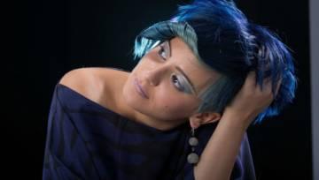Midnight blue to koloryzacja stworzona dla brunetek. Granatowa czerń sprawdzi się w czasie mrocznych i romantycznych jesiennych miesięcy