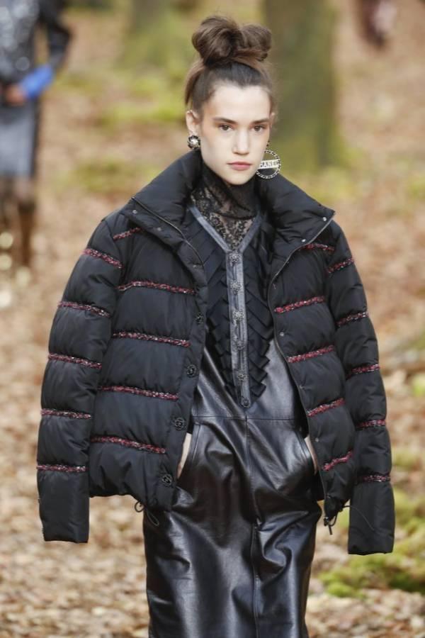 czarna kurtka pikowana jesień zima 2018/2019 model Chanel
