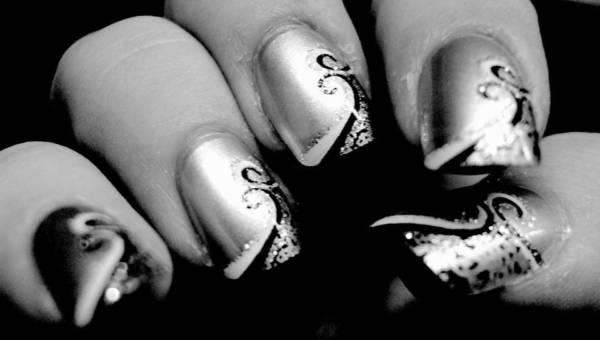 Astrologiczny manicure – wzorki pełne mocy na ciemne, jesienne dni
