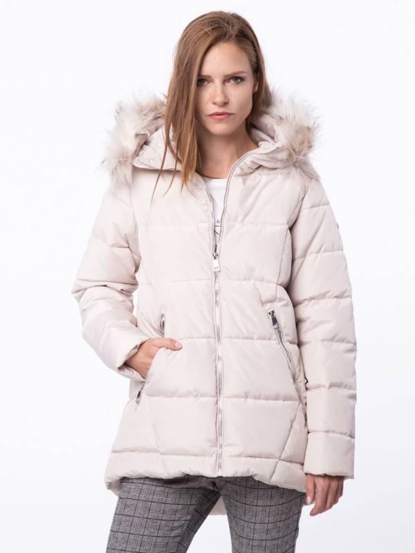 biała kurtka pikowana z kapturem z futerkiem jesień zima 2018/2019 model Volcano