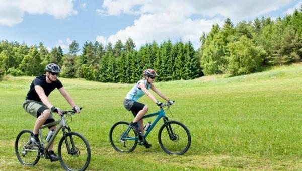 Jazda na rowerze. Co należy jeść przed, po i w trakcie treningu?