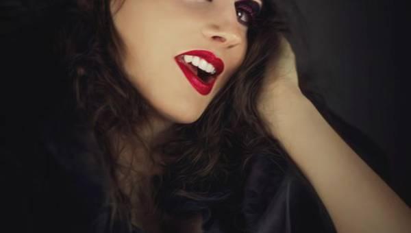 Prosty makijaż wampira na Halloween