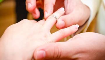 Kto się boi małżeństwa? Te znaki zodiaku najtrudniej zaprowadzić przed ołtarz!