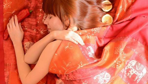 Co zrobić, by obudzić się piękniejsza. 6 porad na upiększający sen