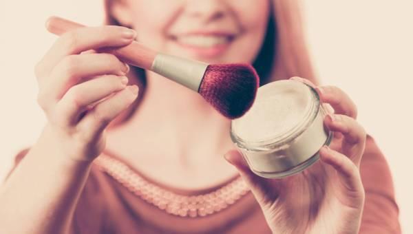 4 powody, dla których puder transparentny to absolutny must-have w Twojej kosmetyczce